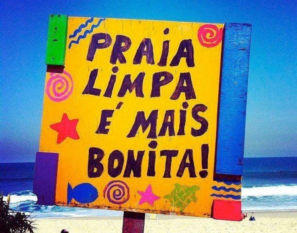 Plaquinha na Praia do Rosa