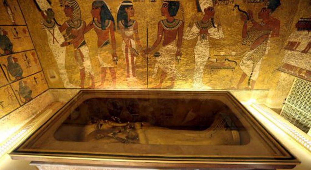 Interior da pirãmide de Karnak