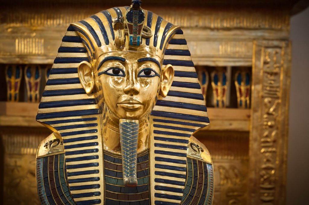 máscara mortuária do faraó Tutankamon