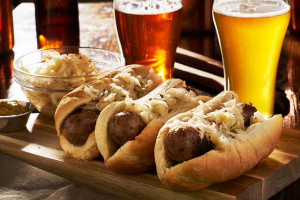 Bratwursts e witbier - Alemanha