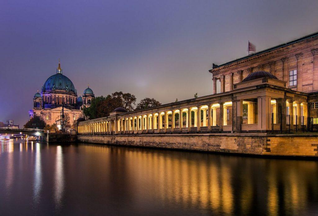 Ilha dos Museus de Berlim - vista lateral