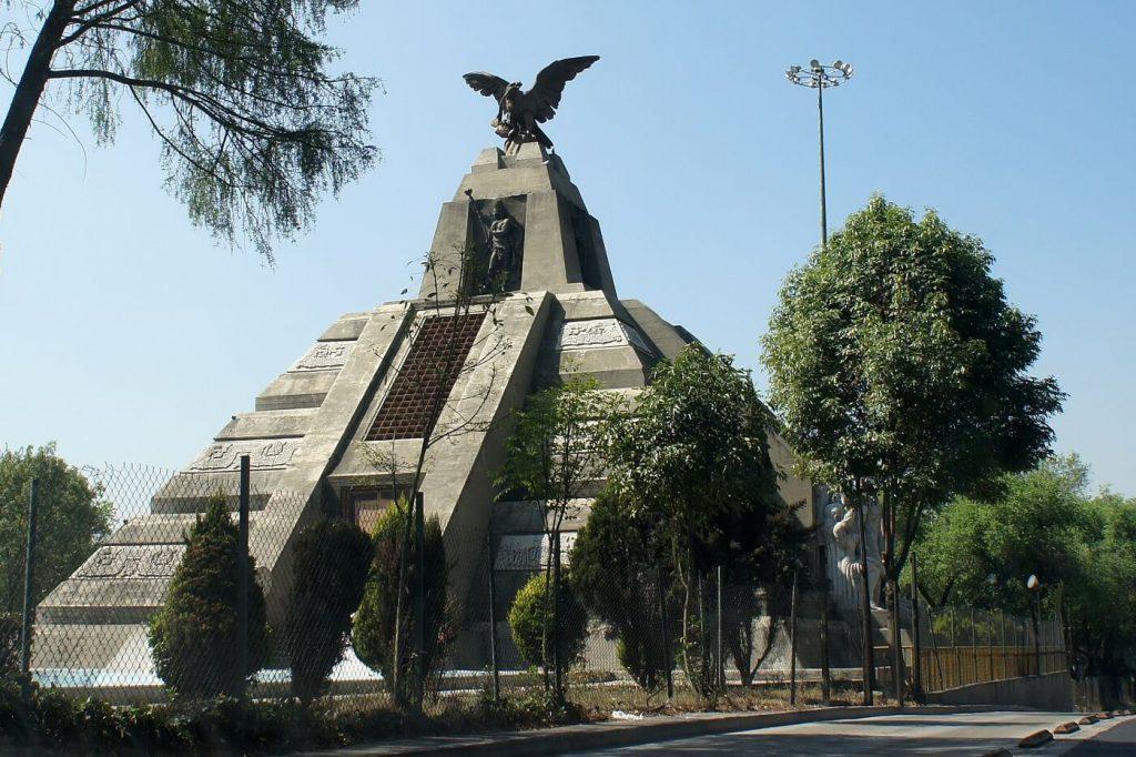 monumento-a-la-raza